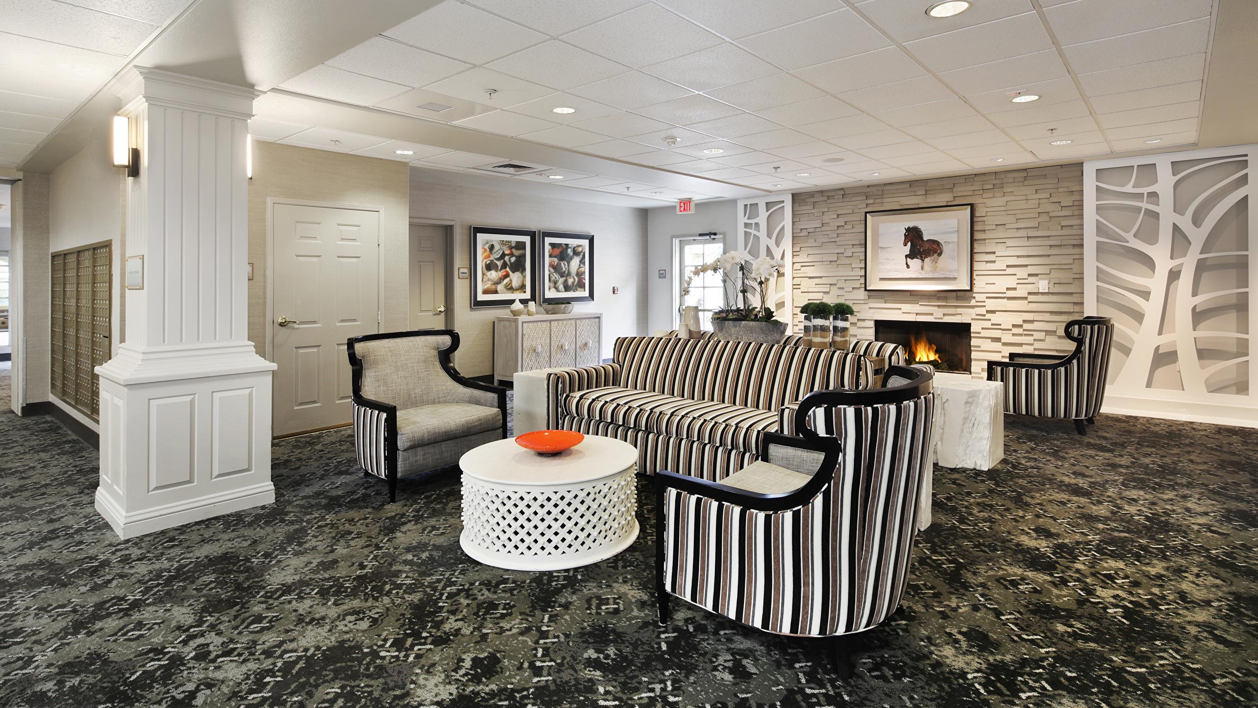 Картинки Гостиная Интерьер Диван Кресло дизайна 2560x1440 гостевая диване Дизайн