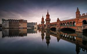 Картинки Германия Берлин Мосты Речка Oberbaumbrücke Города