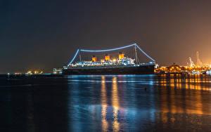 Фотографии Штаты Корабль Круизный лайнер Калифорнии Залива Ночные Электрическая гирлянда Queen Mary Природа