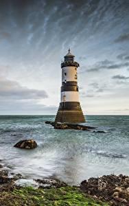 Картинки Великобритания Маяки Уэльс Облачно Penmon Lighthouse