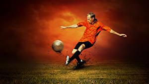 Фотографии Футбол Мужчина Бьет Ног Мячик спортивная