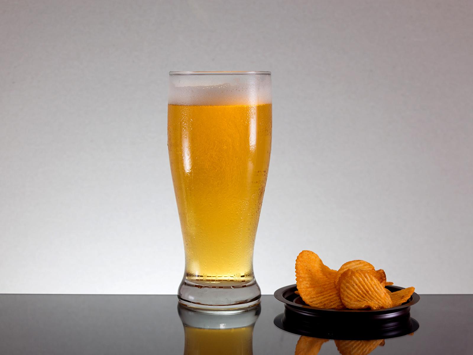 Фотография Пиво Чипсы стакане Еда Пена 1600x1200 Стакан стакана пене Пища пеной Продукты питания