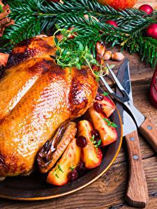 Обои Новый год Курица запеченная Ножик Доски Ветки Фонарь Еда