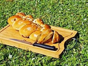 Фото Ножик Выпечка Хлеб Трава Разделочная доска Нарезанные продукты Еда