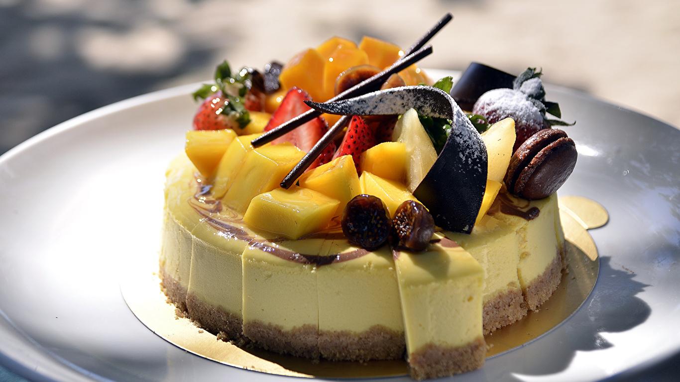 Картинка Шоколад Торты Еда Фрукты Сладости 1366x768 Пища Продукты питания