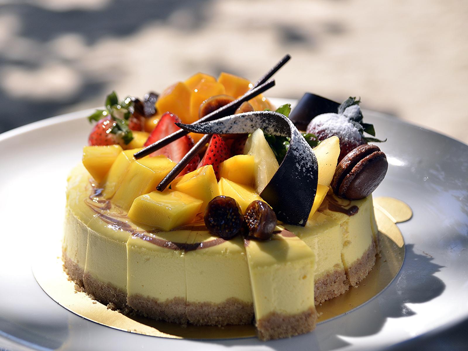 Картинка Шоколад Торты Фрукты Продукты питания Сладости 1600x1200 Еда Пища сладкая еда