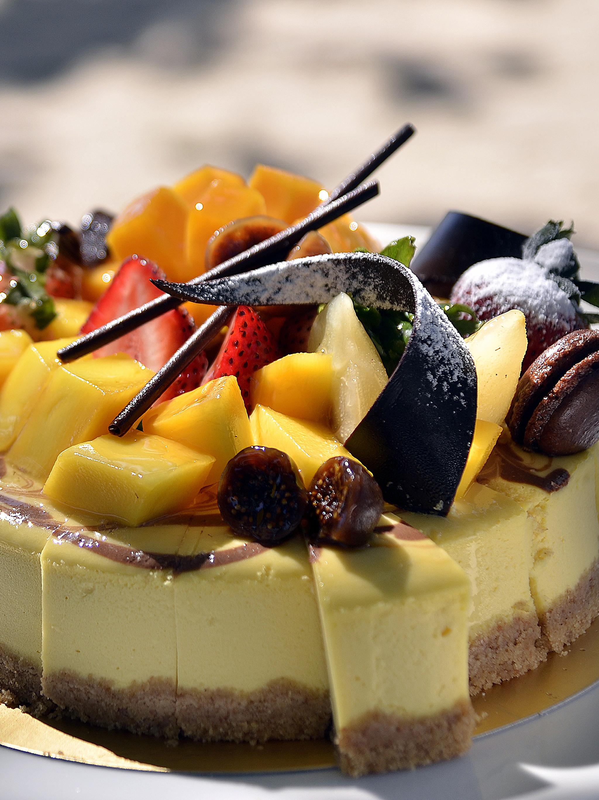 Картинка Шоколад Торты Еда Фрукты Сладости 2048x2732 Пища Продукты питания