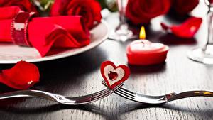 Картинки Свечи Пламя Розы День всех влюблённых Сердечко Вилка столовая