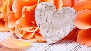Картинки День всех влюблённых Розы Оранжевый Сердечко Лепестки Цветы