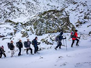 Фото Горы Зима Мужчины Камень Альпенизм Снег Очки Прогулка Природа