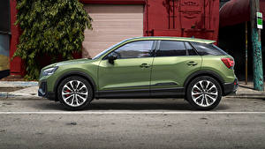 Фото Ауди CUV Сбоку Зеленый Металлик SQ2, 2020 Автомобили