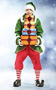 Фотография Новый год Эльфы Мужчина Униформа Подарок