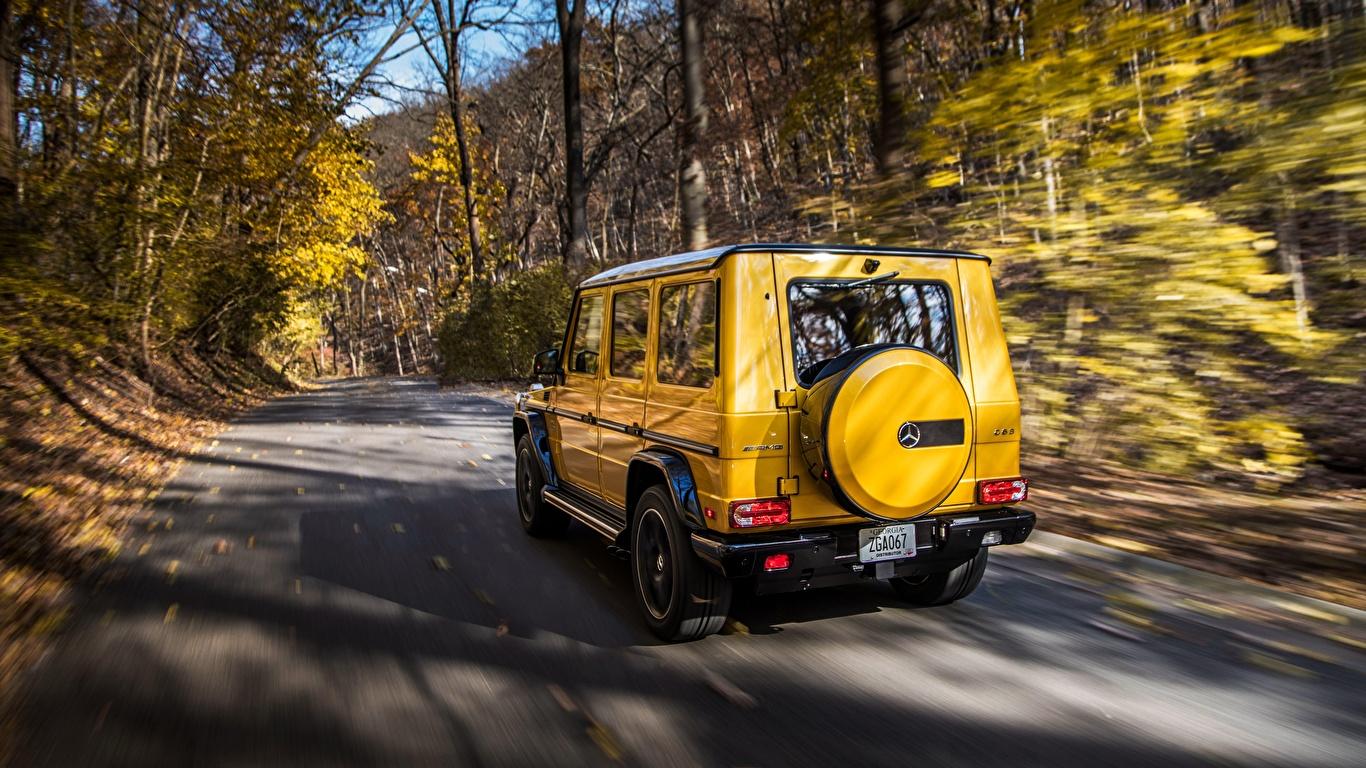 Картинки Mercedes-Benz G-класс AMG G63 2017 Colour Edition желтых скорость авто Сзади 1366x768 Мерседес бенц Гелентваген Желтый желтые желтая едет едущий едущая Движение машина машины вид сзади автомобиль Автомобили
