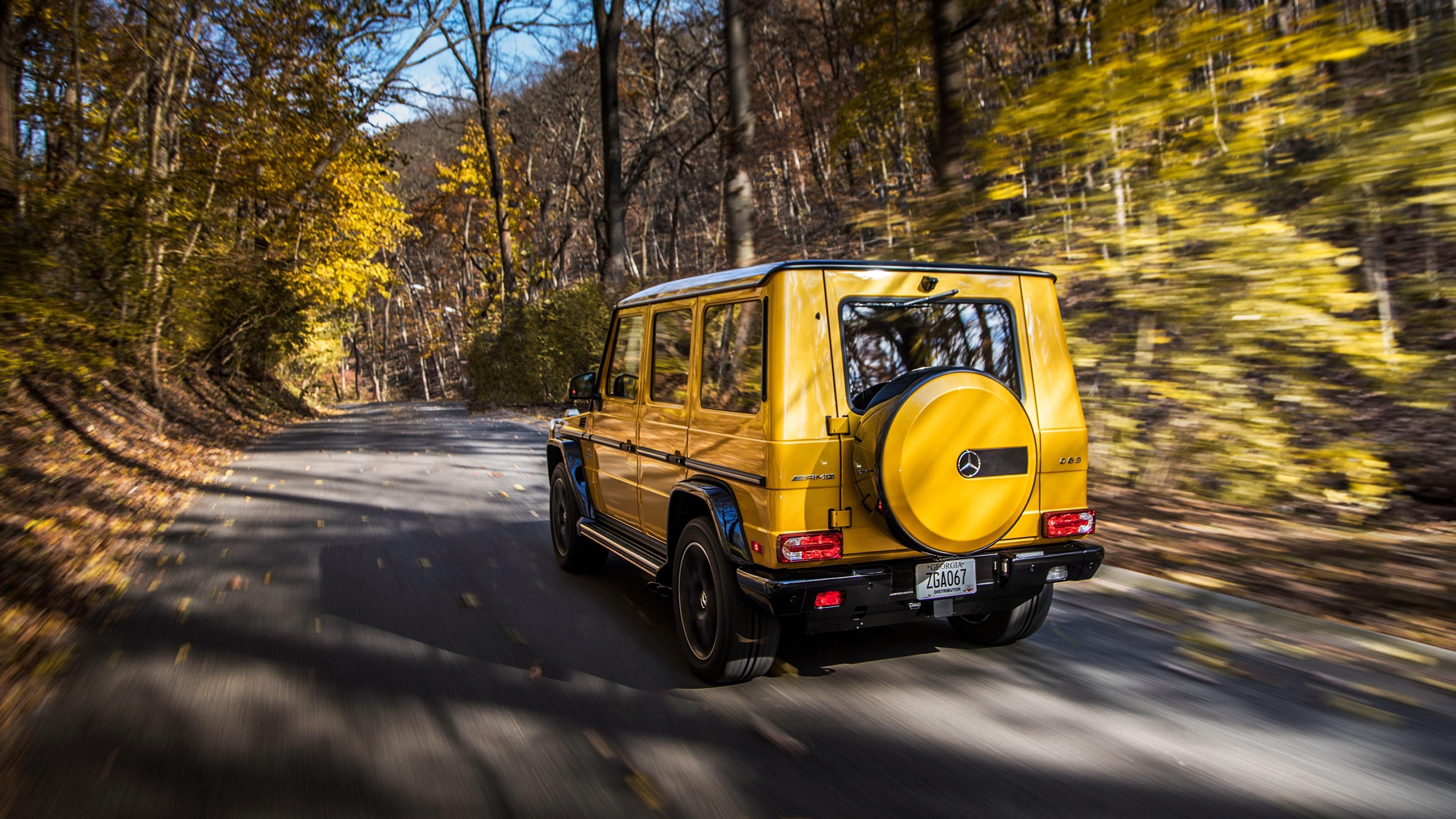 Картинки Mercedes-Benz G-класс AMG G63 2017 Colour Edition желтых скорость авто Сзади 3840x2160 Мерседес бенц Гелентваген Желтый желтые желтая едет едущий едущая Движение машина машины вид сзади автомобиль Автомобили