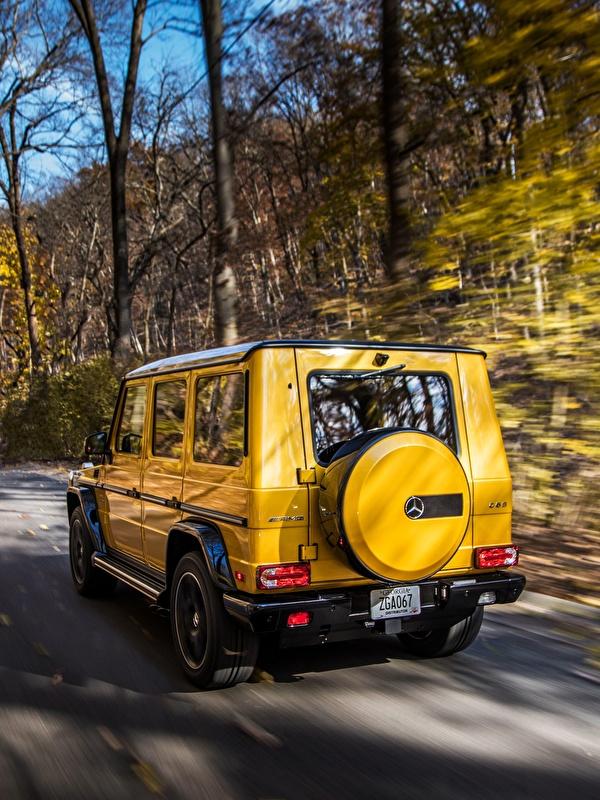 Картинки Mercedes-Benz G-класс AMG G63 2017 Colour Edition желтых скорость авто Сзади 600x800 Мерседес бенц Гелентваген Желтый желтые желтая едет едущий едущая Движение машина машины вид сзади автомобиль Автомобили
