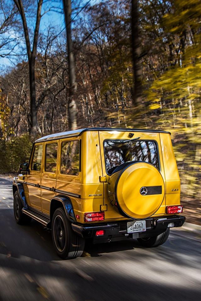 Картинки Mercedes-Benz G-класс AMG G63 2017 Colour Edition желтых скорость авто Сзади 640x960 Мерседес бенц Гелентваген Желтый желтые желтая едет едущий едущая Движение машина машины вид сзади автомобиль Автомобили