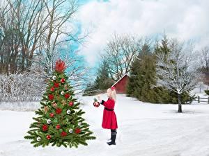 Фотографии Зима Рождество Снег Елка Деревья Девочки Дети