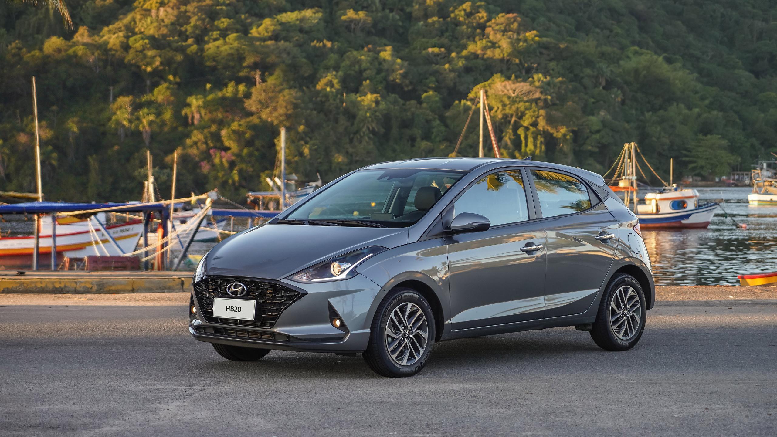 Картинка Hyundai HB20 Diamond Plus, 2020 серые Металлик автомобиль 2560x1440 Хендай серая Серый авто машины машина Автомобили