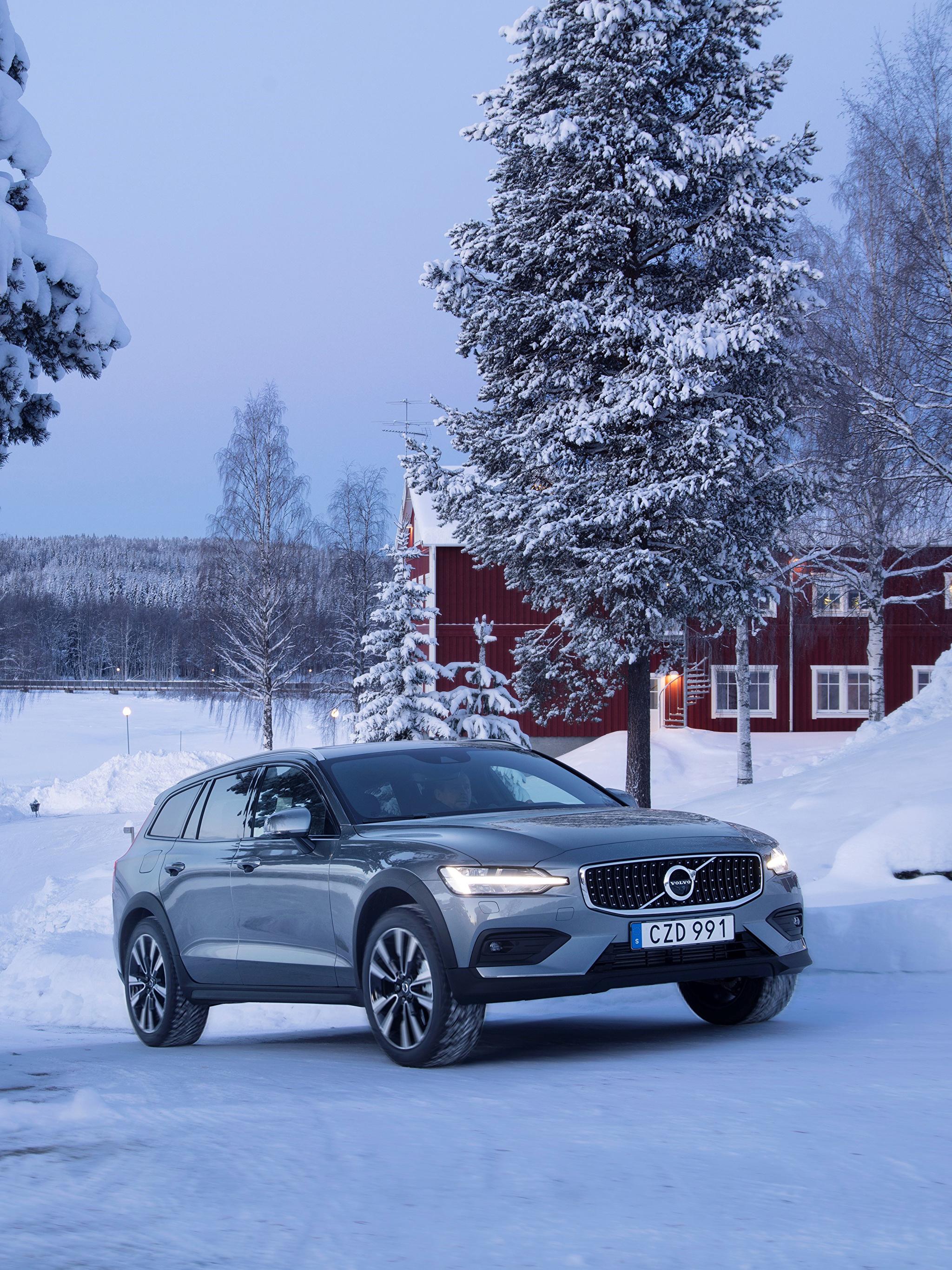Фотография Volvo 2018-19 V60 T5 Cross Country Зима Металлик Автомобили 2048x2732 Вольво зимние Авто Машины