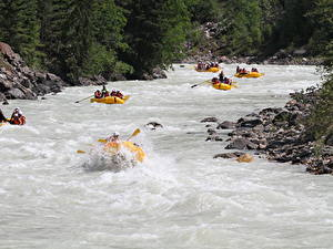Фото Рафтинг Лодки Камни Река Канада Парк Fraser river, British Columbia, mount Robson Park спортивный