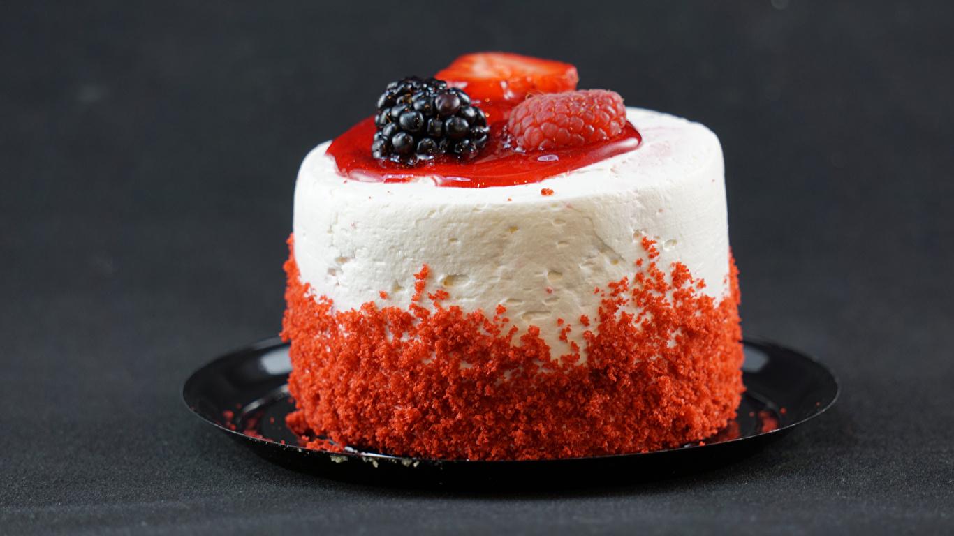 Картинки Малина Ежевика Пища Блюдце Пирожное Сладости 1366x768 Еда блюдца Продукты питания сладкая еда