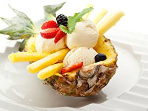Фото Сладкая еда Ананасы Мороженое Клубника Шар Еда
