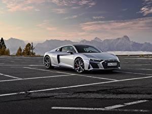 Фото Ауди Серый Металлик Парковке Audi R8 V10 2020 RWD автомобиль