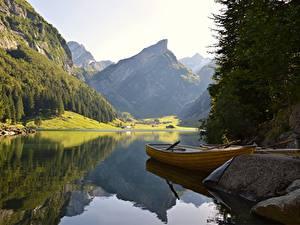 Картинки Камень Озеро Лодки Горы Леса Пейзаж Утес