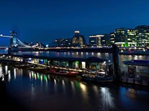 Фото Англия Здания Речка Мосты Пирсы Вечер Лондоне Города