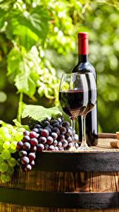 Картинки Вино Виноград Бочка Бокалы Бутылки
