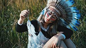 Картинки Азиаты Индейский головной убор Талисман Индейцы Красивый молодые женщины