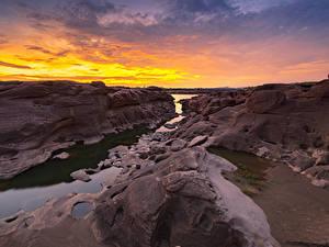 Картинки Таиланд Парк Реки Рассвет и закат Скала Sampanbok natural stone park Природа