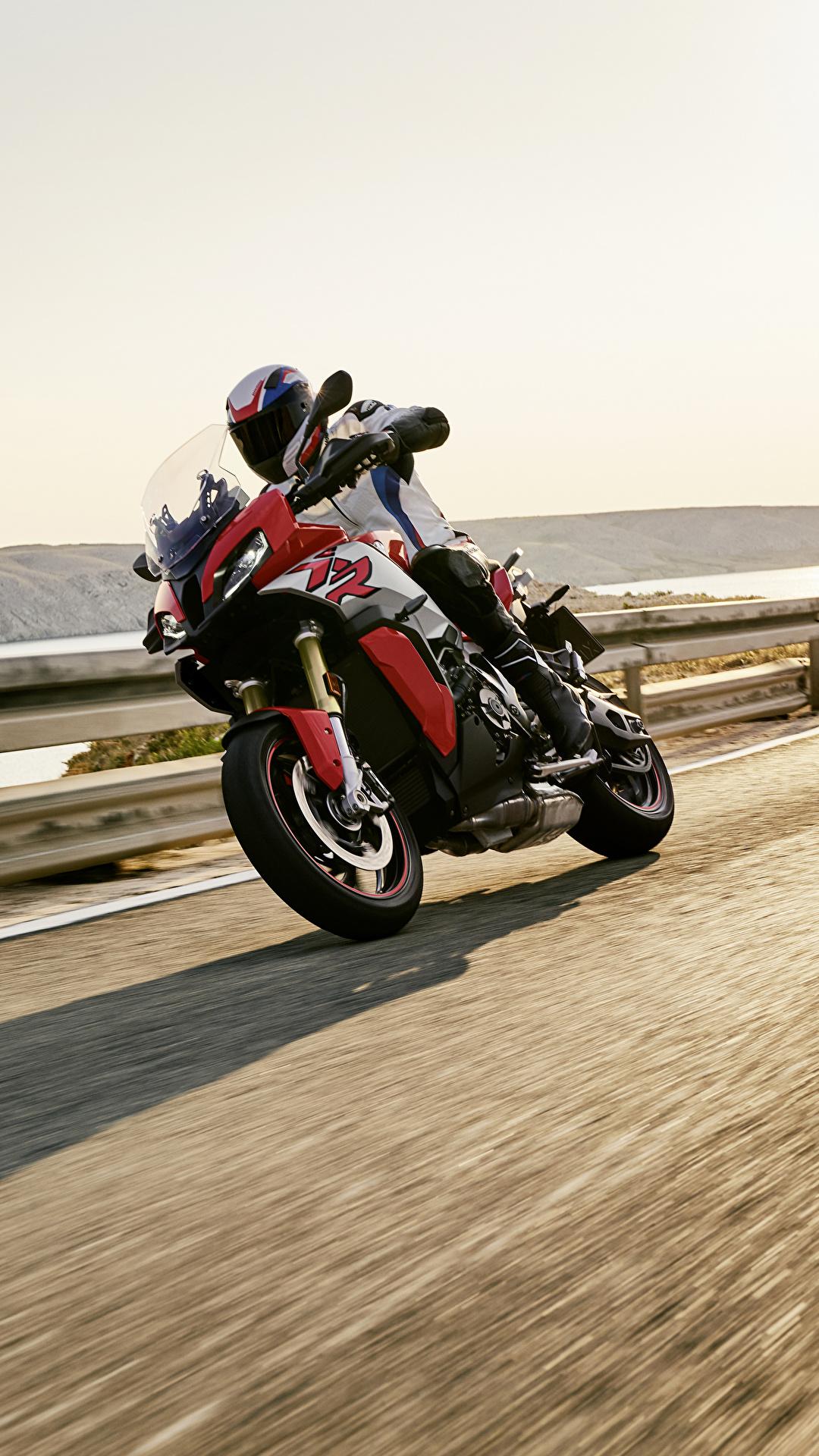 Картинка БМВ 2020 S 1000 XR Мотоциклы едущий Мотоциклист 1080x1920 для мобильного телефона BMW - Мотоциклы мотоцикл едет едущая Движение скорость