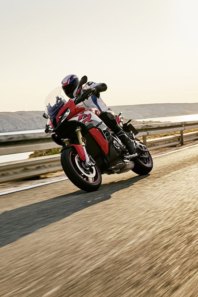 Картинка БМВ 2020 S 1000 XR Мотоциклы едущий Мотоциклист 640x960 для мобильного телефона BMW - Мотоциклы мотоцикл едет едущая Движение скорость