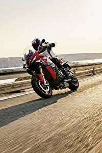 Картинка БМВ Мотоциклист Движение 2020 S 1000 XR Мотоциклы