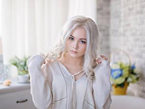 Фотографии Блондинка Взгляд Красивые Миленькие Девушки