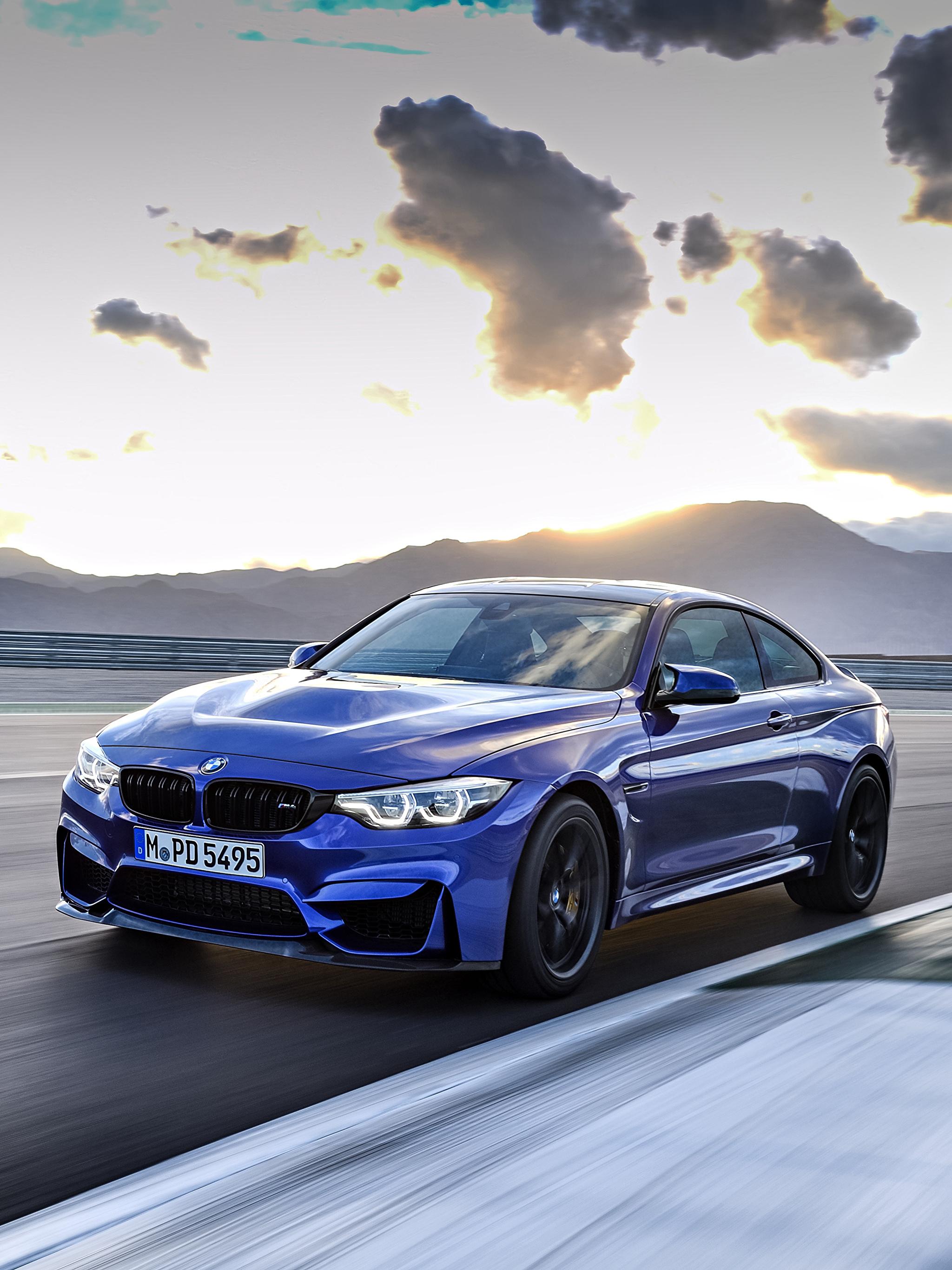 Картинки БМВ 2017 M4 CS Worldwide синие едущий Металлик Автомобили 2048x2732 BMW синих Синий синяя скорость Движение Авто Машины