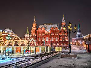 Обои Москва Россия Рождество Здания Городская площадь В ночи Уличные фонари Manezhnaya Square город