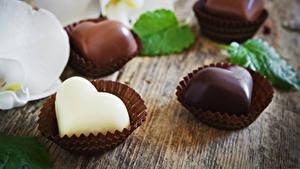 Фотографии День всех влюблённых Сладости Конфеты Шоколад Сердечко