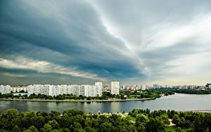 Картинки Россия Москва Здания Речка Небо Города