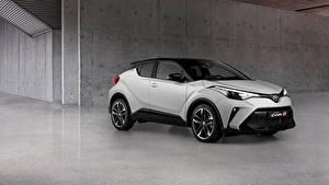 Фотографии Toyota Белая Металлик CUV C-HR Hybrid GR Sport, EU-spec, 2020 машины
