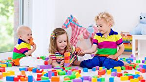 Фото Игрушки Трое 3 Мальчик Девочки Грудной ребёнок Дети