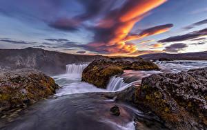 Фотография Исландия Река Водопады Вечер Небо Облачно Мох