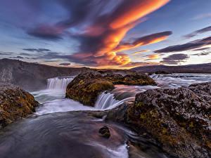 Фотография Исландия Река Водопады Вечер Небо Облачно Мох Природа