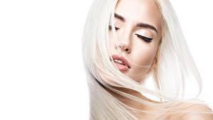 Картинка Волосы Блондинка Белым фоном Красивые девушка