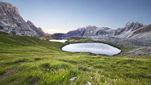 Картинки Италия Гора Озеро Траве Tre Cime Di Lavaredo Природа