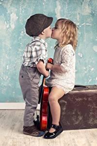 Фотографии Любовь Поцелуй Мальчики Девочки Дети