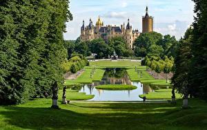 Фото Германия Замки Парки Скульптуры Пруд Газон Schwerin Castle Города