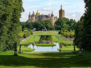 Фото Германия Замки Парки Скульптуры Пруд Газон Schwerin Castle
