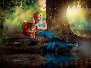 Фотографии Русалки Сидящие Девочки Сундук сокровищ ребёнок
